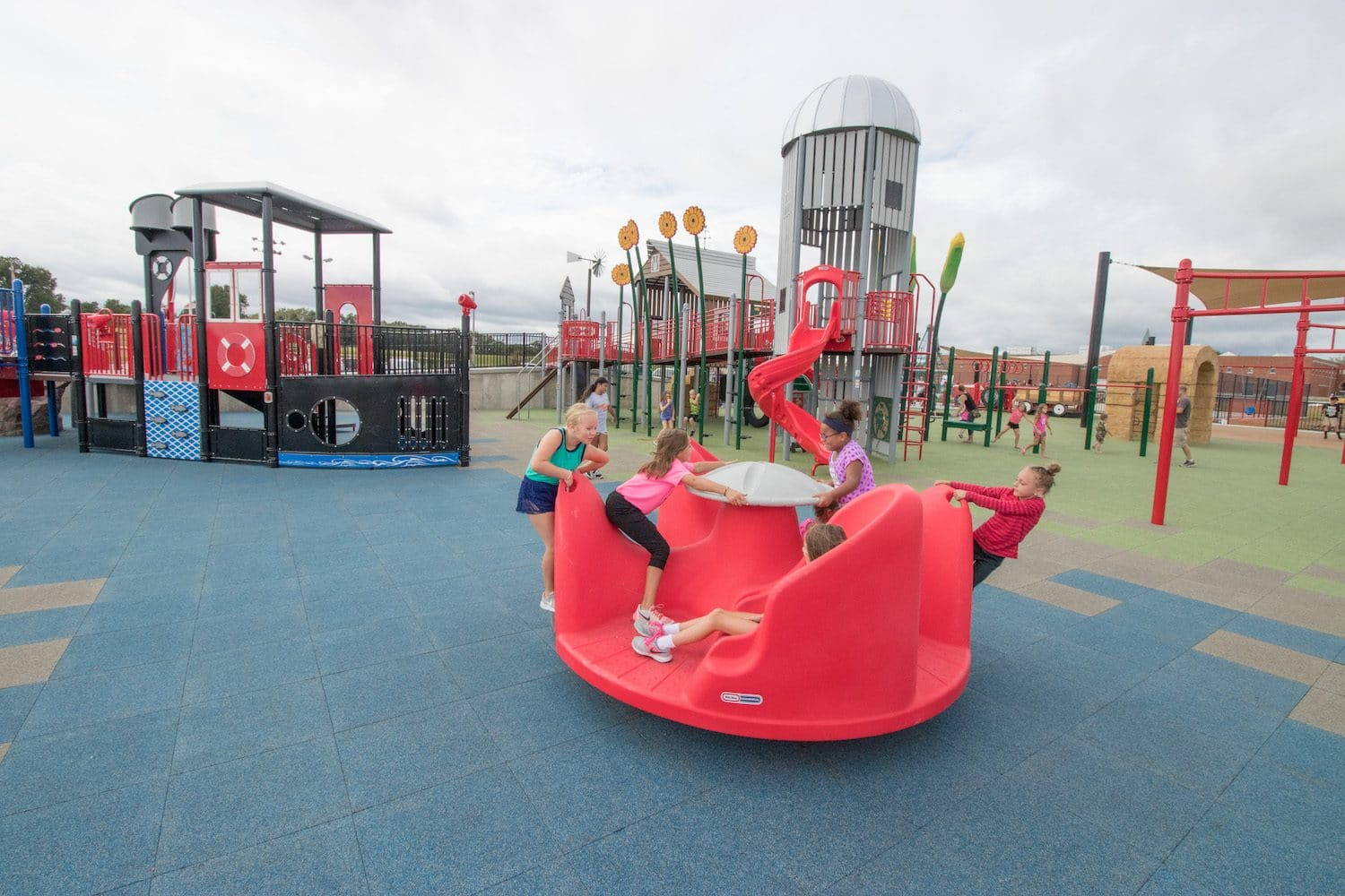Children playing on an inclusive spinner.