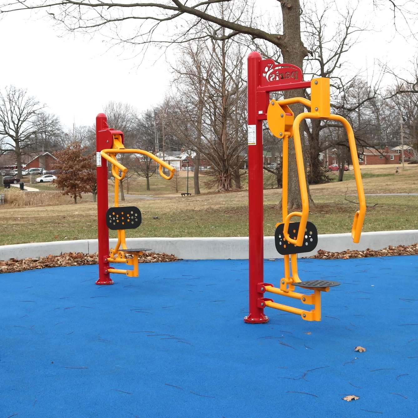 Outdoor upper body machines.